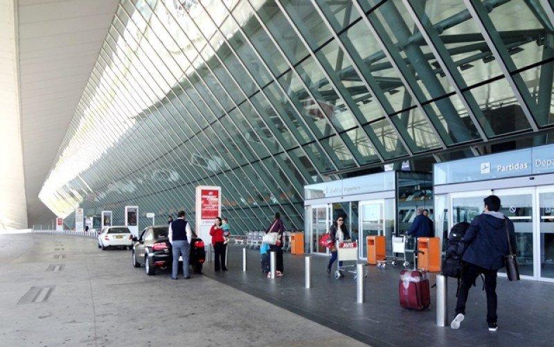 Acceso al área de partidas en el Aeropuerto de Carrasco. Foto: J. Lyonnet.
