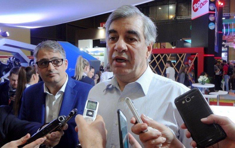 Mario Dell'Acqua y Diego García en la apertura del stand de Aerolíneas Argentinas el sábado en la FIT. Foto: J. Lyonnet