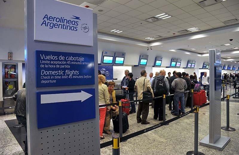 Aerolíneas Argentinas y Austral cancelan 380 vuelos por huelga