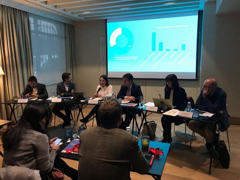 Representantes de las entidades promotoras del estudio sobre las preferencias del viajero frecuente, durante su presentación.