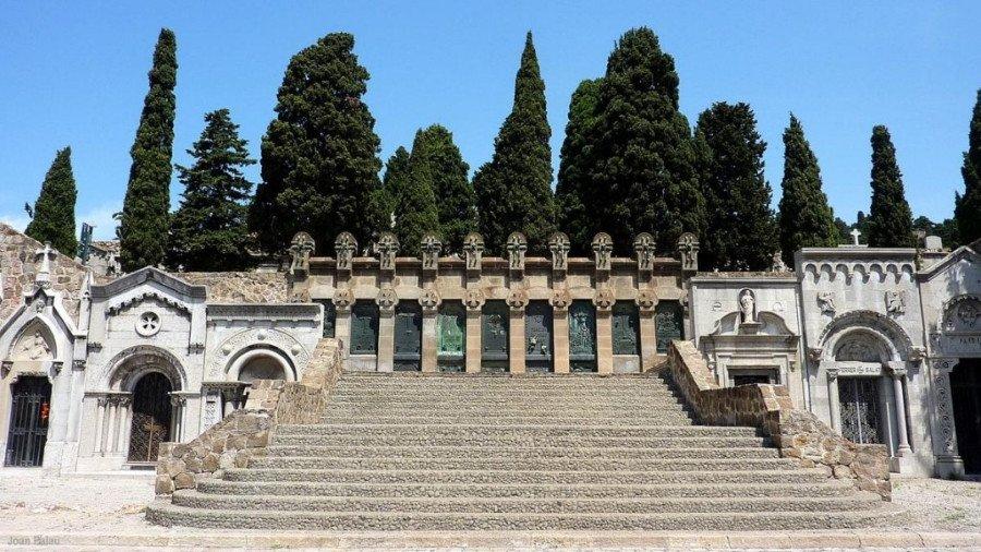 Los cementerios barceloneses de Montjuic -en la imagen- y Poble Nou destacan entre los mejor equipados a nivel tecnológico.