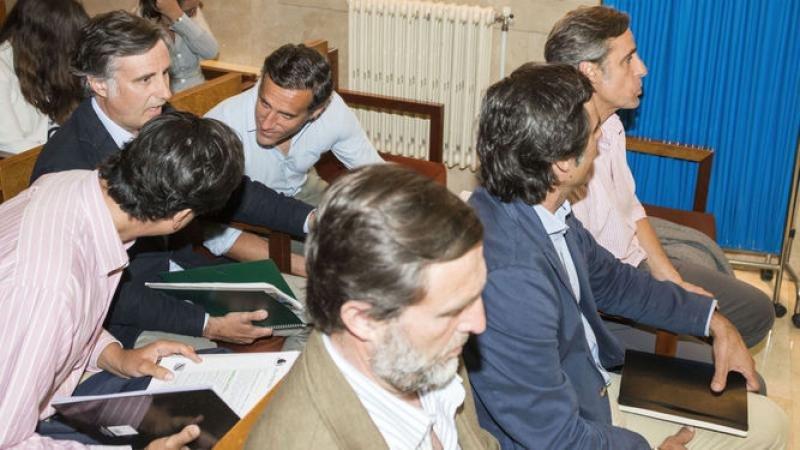 Los seis hermanos Ruiz-Mateos en el juicio celebrado en julio. Foto: Efe.