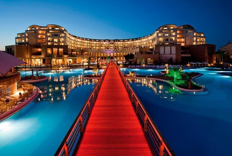 Los dos hoteles Riu de Turquía, situados en Belek, en Antalya, son de 5 estrellas y se comercializan en régimen de todo incluido.