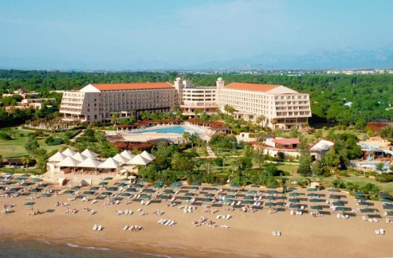 Ambos establecimientos, que suman 1.145 habitaciones, se encuentran a pie de playa. En la imagen, el Riu Kaya Belek.