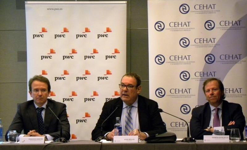Francisco Sanchís, director experto en Turismo de PwC, Joan Molas, presidente de CEHAT, y Ramón Estalella, secretario general de CEHAT
