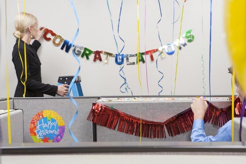Las fiestas y celebraciones en el trabajo cohesionan al grupo y lo hacen más productivo, además de trabajar con mejor ambiente.