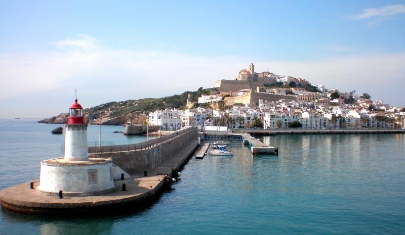 Los hoteles de Ibiza han registrado menor actividad este verano. Foto: Wikimedia. Autor: Lanoel.