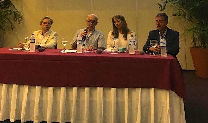 Ignacio Vasallo, fundador y primer director general de Turespaña, moderó una de las dos mesas debate.
