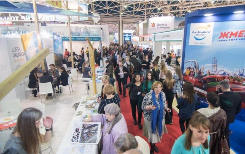 Estands de destinos españoles en una edición anterior de la feria MITT de Moscú.