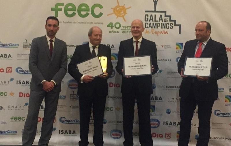 El director de Hosteltur, Manuel Molina, entregó los premios a la categoría de Mejor Camping de Playa.