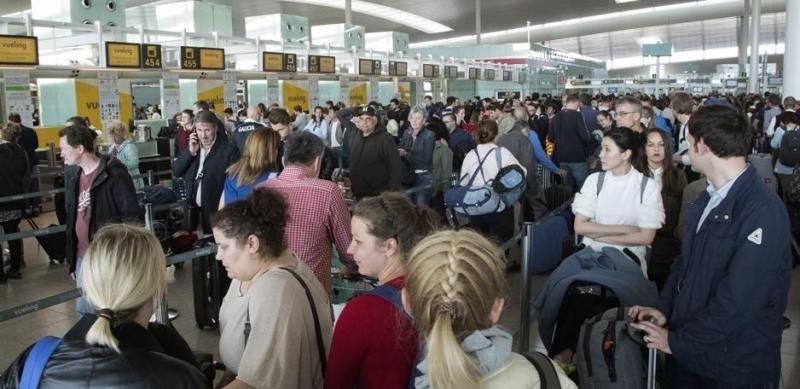 Paz en los controles: un nuevo convenio alejará las colas de los principales aeropuertos españoles (Foto: Efe/Marta Pérez).