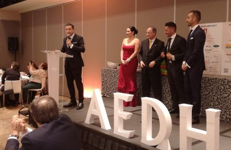 Manuel Ruiz, del hotel Mayorazago, recibió el premio Estrella de Plata como director joven revelación