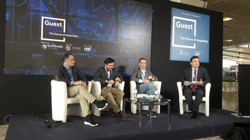 De izq. a dcha, David Sáez, de Facebook; Jaime Pelegrí, de Twitter; Jon Recacoechea, de Google; y Álvaro Carrillo, director general del ITH.