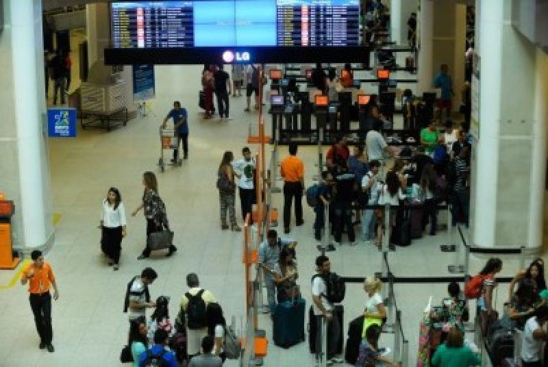 Huracanes frenaron demanda aérea de pasajeros en septiembre