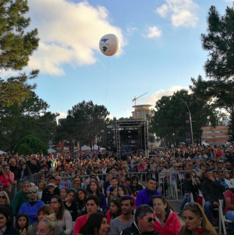 Este sábado la Intendencia de Maldonado lanzó la temporada 'El mundo en Punta' con una fiesta de colectividades.