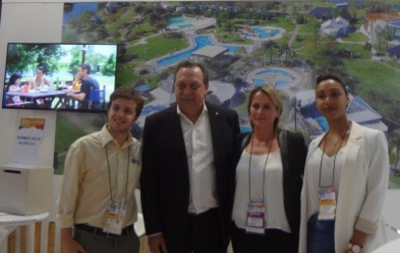 Veinte metros en la FIT al ritmo del ministro Gustavo Santos
