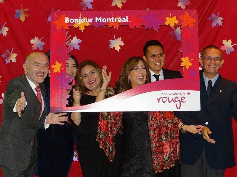 Equipo de Air Canada en el anuncio de la ruta Montreal-Lima.
