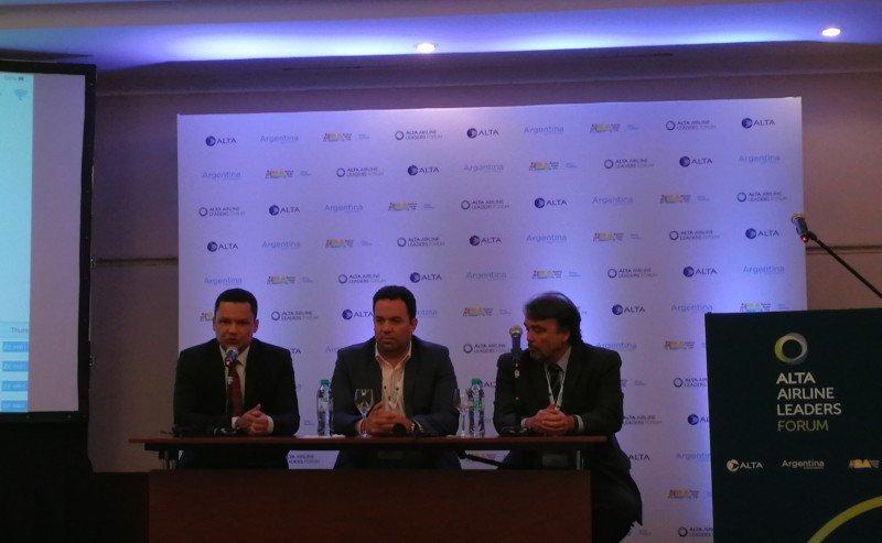 Tripulantes de Aerolíneas Argentinas empiezan a utilizar tablets en los vuelos