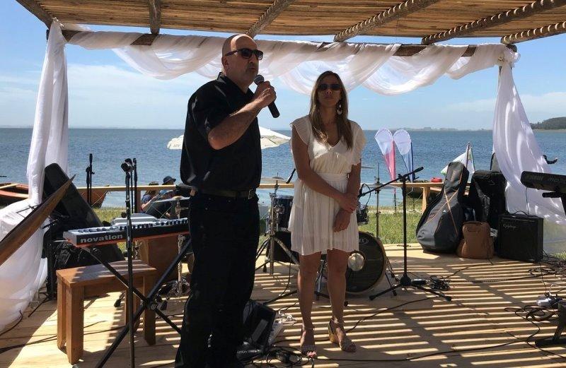 Jorge Simeone, de la Corporación Rochense de Turismo, y Ana Caram, directora departamental de Turismo, presentaron la temporada en la Laguna de Rocha.