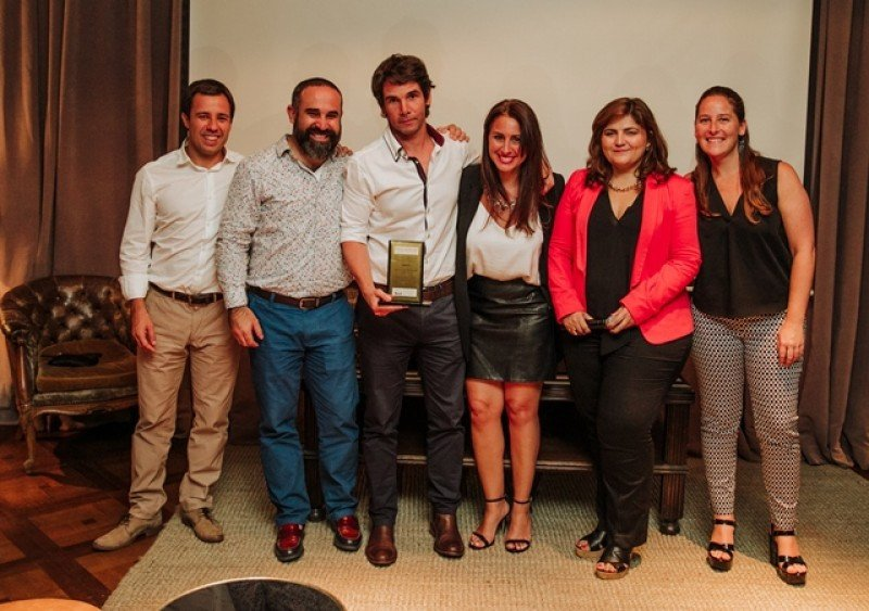 Mario Viazzo, Sergio Zertuche, Facundo Casella (Liberty Viajes), Carolina Nieva, Verónica Armani y Agueda  Iglesias en Montevideo.