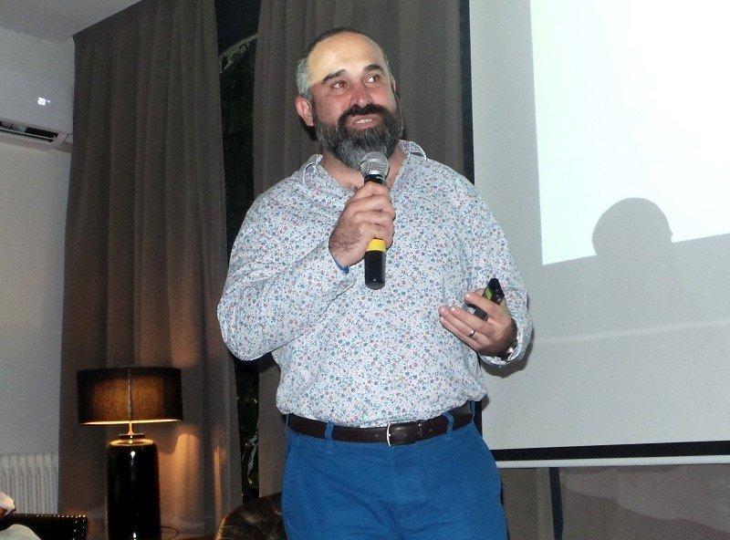 Vicepresidente de Ventas y Marcas de Palladium Hotel Group, Sergio Zertuche, en su presentación en Montevideo.