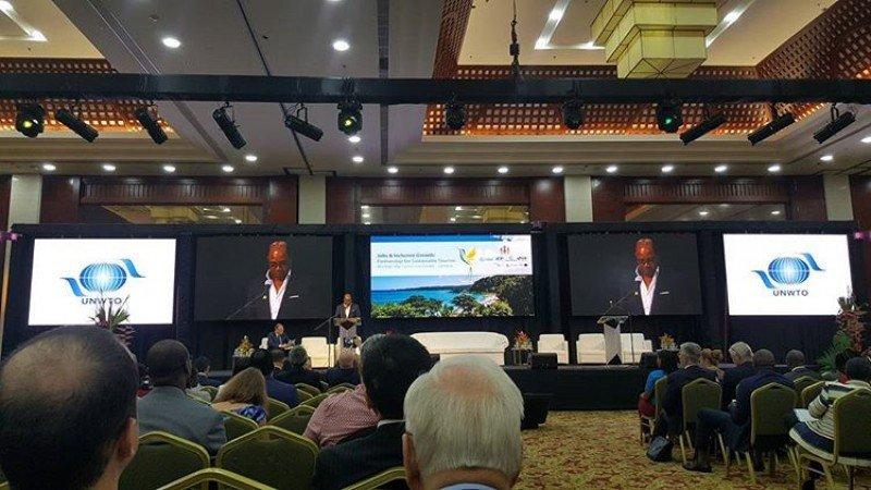 El ministro de Turismo de Jamaica en la conferencia de OMT.