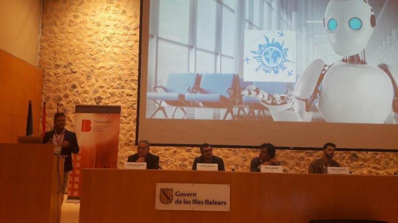 De izq. a dcha, Miguel Escalona, de Barceló; Tomeu Bennasar, de Iberostar; Carles Sierra, del CSIC; Raúl Jiménez, de Minube; y Javier Andrés, de Roomdi, en su participación en INTO.