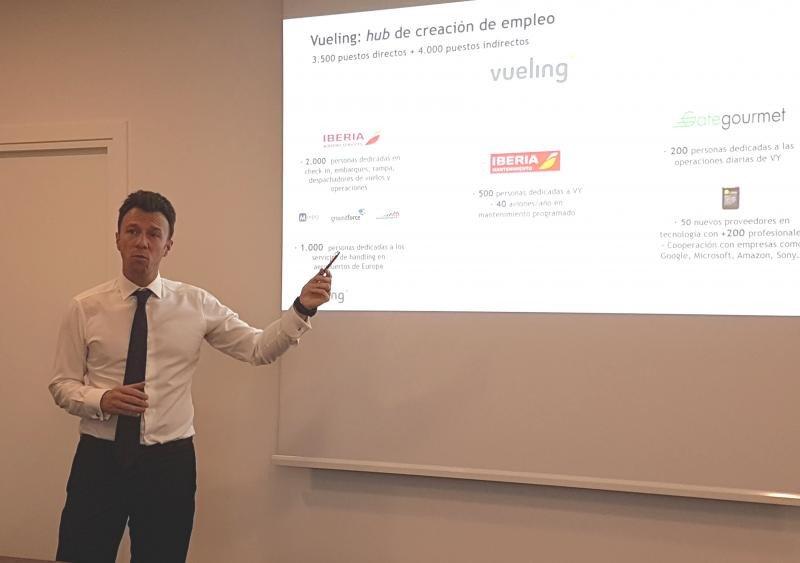 David García, director comercial de Vueling, durante el encuentro con la prensa turística.