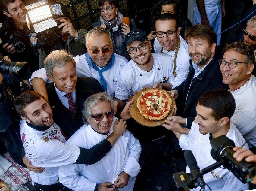 Los 'pizzaioli' celebran el reconocimiento de la Unesco.