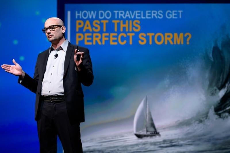 Scott Jones, vicepresidente de Diseño y Experiencia de Usuario de Expedia, propone utilizar la tecnología de la mano de sus socios para conocer anticipadamente las expectativas de los clientes.