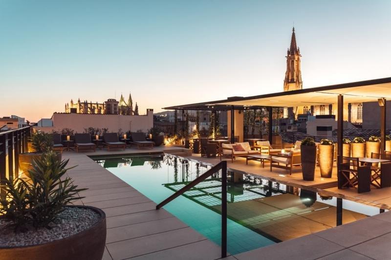 CaixaBank crea una nueva línea de negocio de Hotels & Tourism