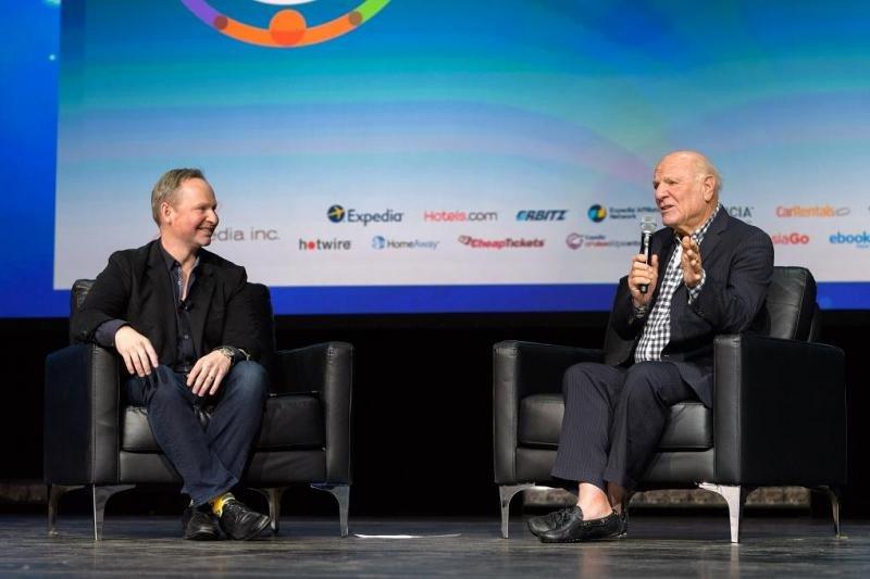 Como colofón al Expedia Partner Conference, su CEO, Mark Okerstrom (izq.), departió con su presidente, Barry Diller, sobre las nuevas tecnologías disruptivas en el sector, entre otros temas.