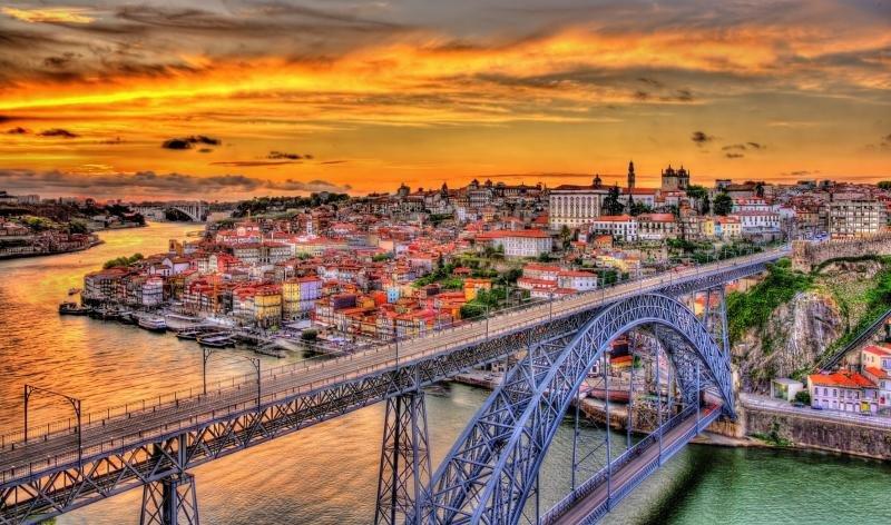 Catalonia compra cinco edificios históricos para aterrizar en Portugal