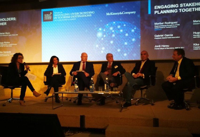 Mesa redonda moderada por Maribel Rodríguez, de la WTTC, con la presencia de Marián Muro, Hugo Rovira, Gabriel García, Kike Sarasola y Jordi Hereu.