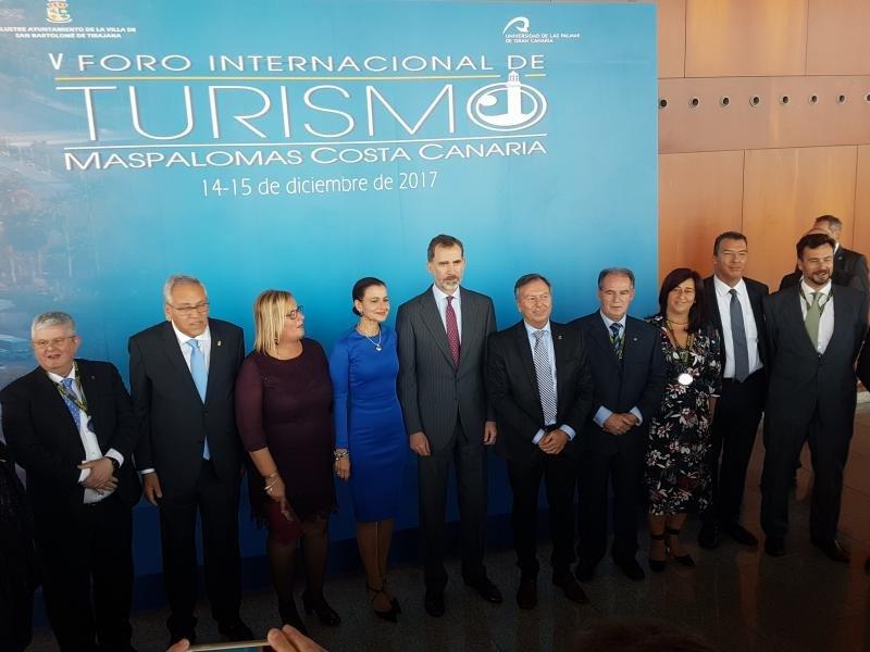 El Rey, con el comité organizador del Foro Internacional de Turismo de Maspalomas.