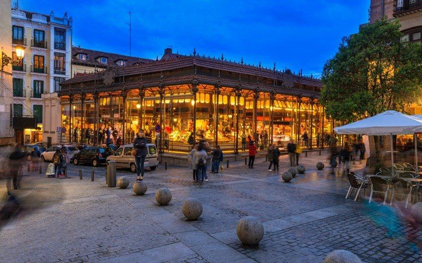 Tendencias como el disfrute de la gastronomía –en la imagen el mercado de San Miguel, en Madrid- se imponen a determinadas opciones culturales, como las visitas a museos.