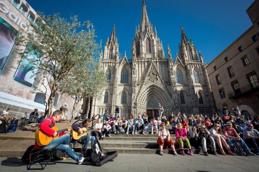 Los visitantes suelen concentrarse siempre en los mismos lugares de las ciudades, en los espacios más turísticos y emblemáticos, como ocurre en Barcelona.