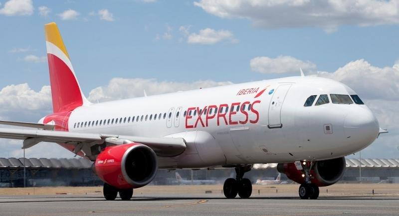 Iberia Express programa más de 130 vuelos especiales por Navidad