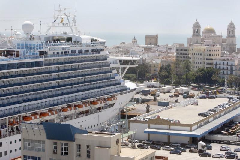 Cádiz prevé batir su récord de cruceros en 2018 con 307 escalas