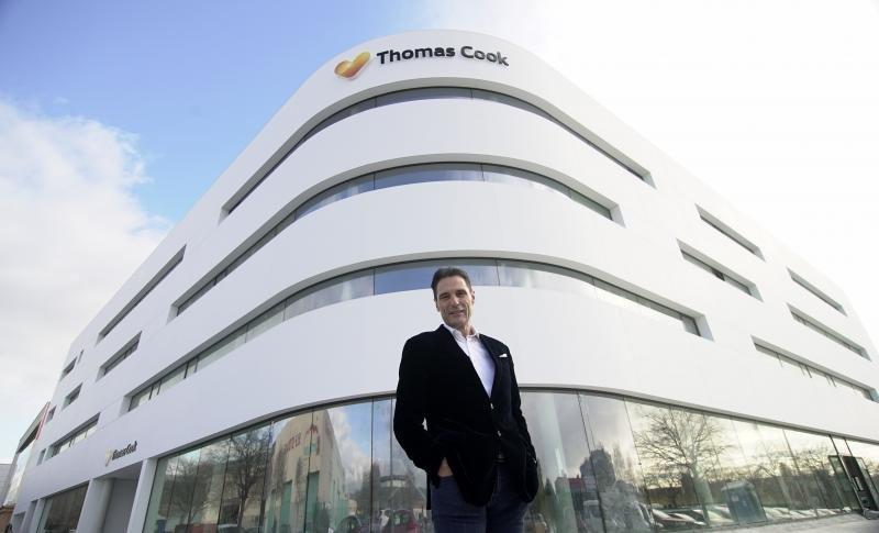 Peter Fankhauser, CEO de Thomas Cook, ante la nueva oficina de Palma.