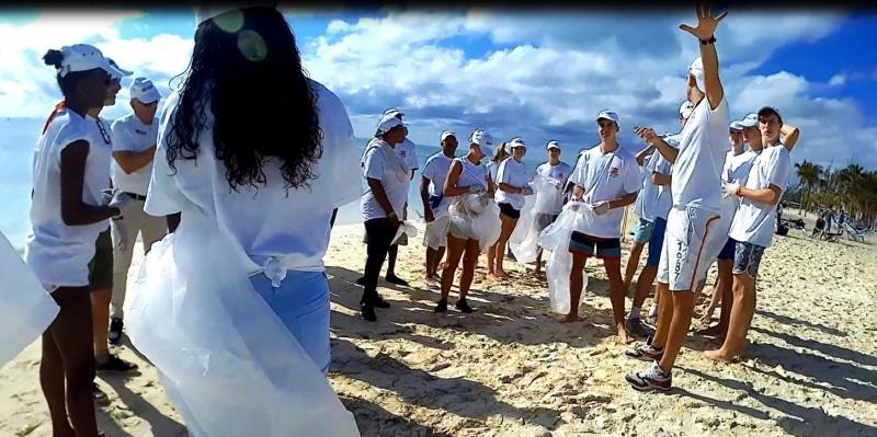 Viva Wyndham refuerza su compromiso ambiental limpiando playas