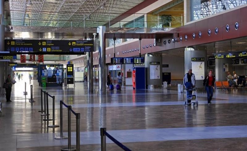 Ashotel urge a solucionar las deficiencias del aeropuerto Tenerife Sur