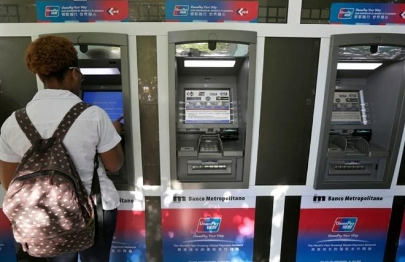Cajeros automáticos en La Habana. Foto: The Daily Star.
