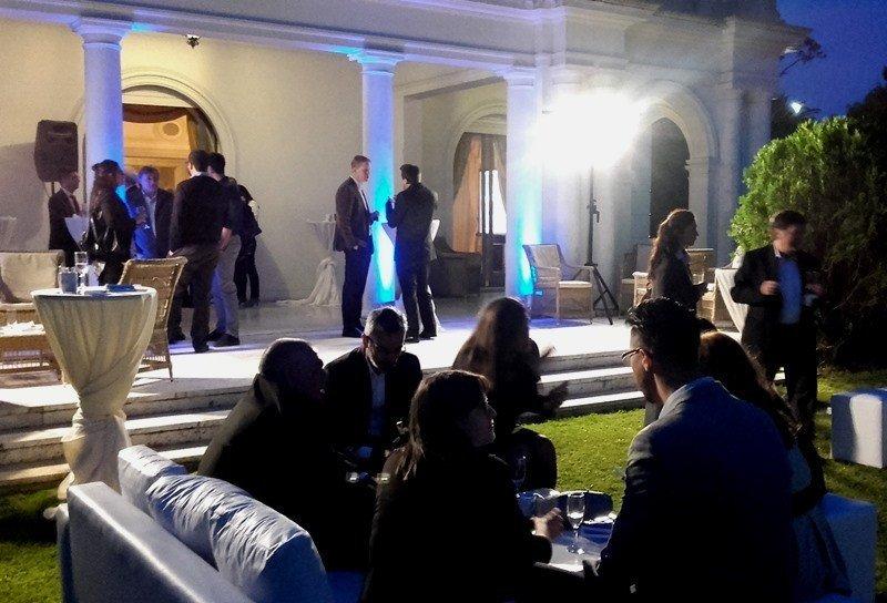Aerolíneas Argentinas: mejorar servicio y mantener horarios para competir
