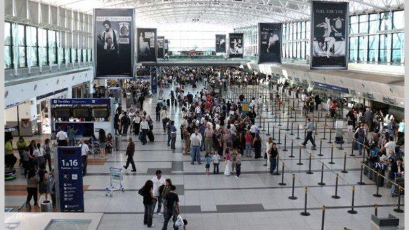 Los extranjeros que ingresan a Argentina por aire crecen 6,8% hasta octubre