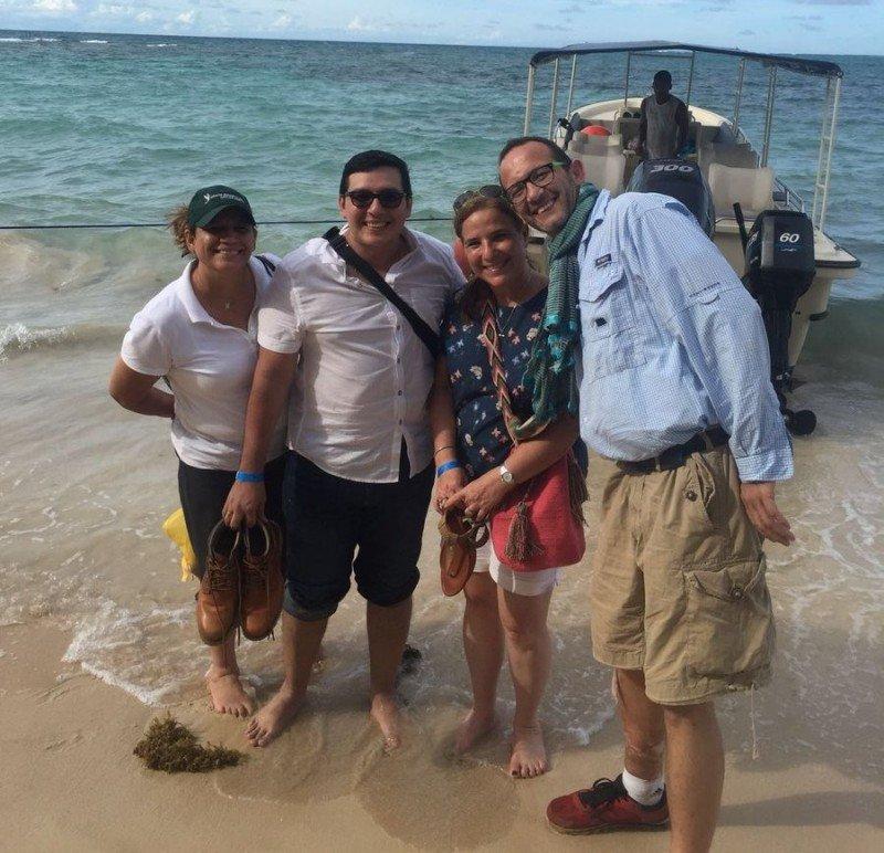 Lucy Valenti (centro) en una reciente visita a Little Corn Island.