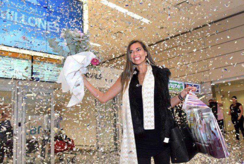 La pasajera número 2 millones, Patricia Yelpo, uruguaya residente en Miami.