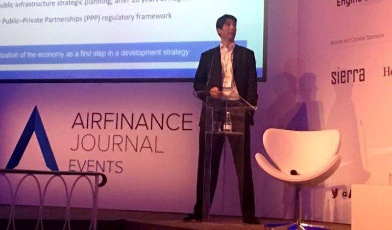 Abbott Reynal pasa de la dirección financiera a la gerencia general de la aerolínea estatal. Foto: @juliancook