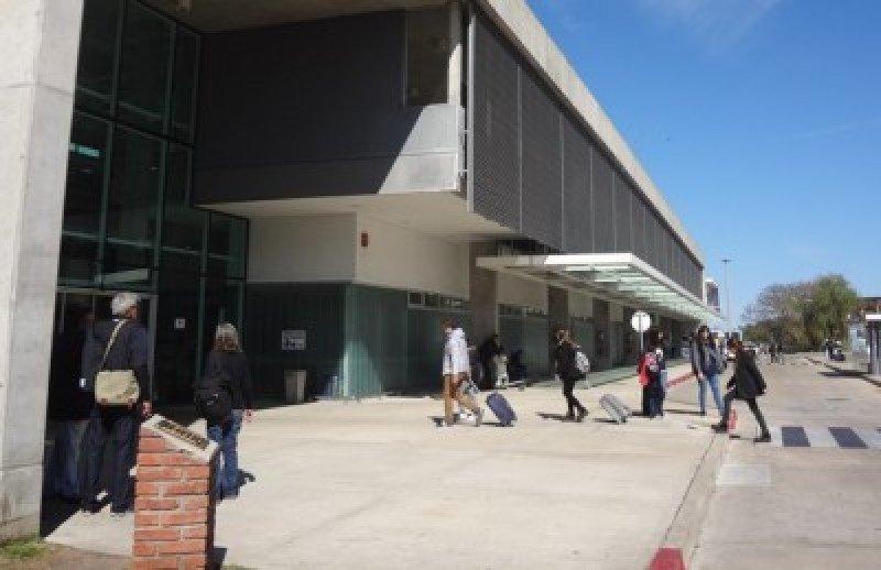 Terminal de pasajeros del Puerto de Colonia. Foto: J. Lyonnet.