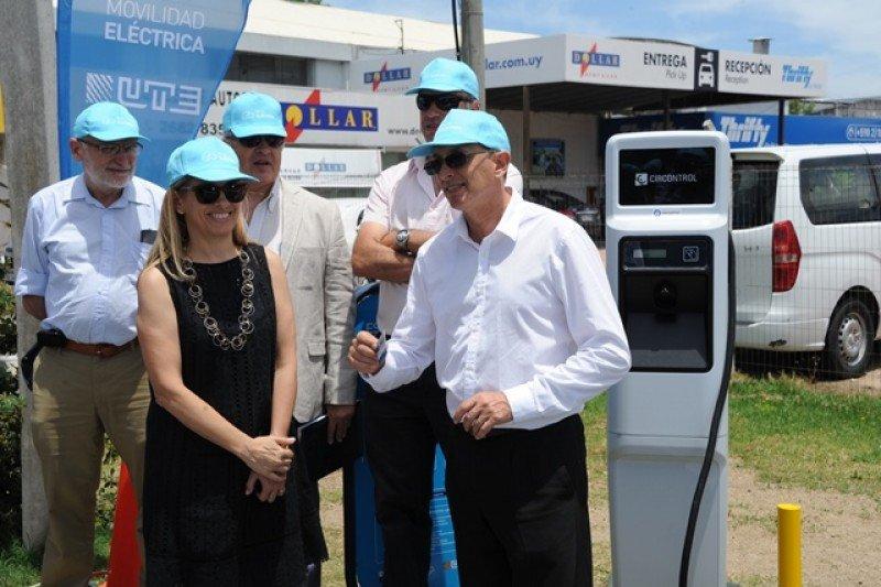 Uruguay inaugura ruta turística de carga gratuita para autos eléctricos